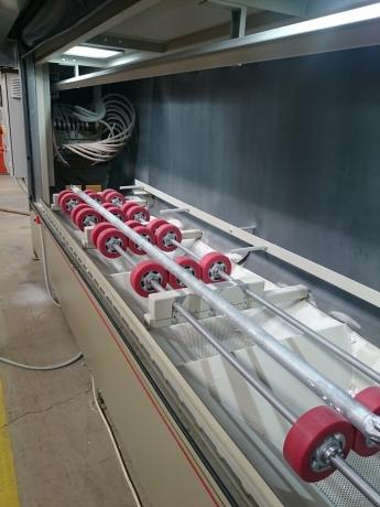 Scaffolding parts sandblasting cabinet